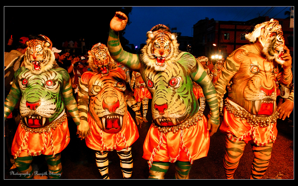 onam tiger dance